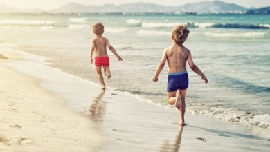 Photo of Prima dată la mare. Excursie emoţionantă pentru 70 de copiii din familii sărace, organizată de un preot