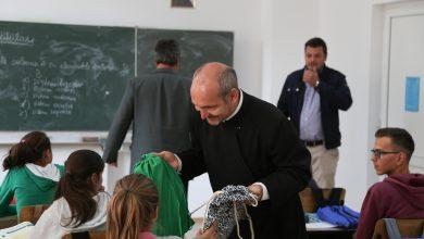 Photo of 400 de elevi din satele Văii Hârtibaciului au primit rechizite şcolare din partea Arhiepiscopiei Sibiului