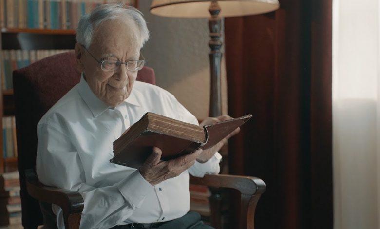 """Photo of Celor care se întreabă dacă nu ar fi fost mai bine să-l lăsăm pe dl. Șora """"să-și trăiască bătrânețile liniștite"""""""