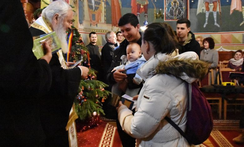 Photo of Tinerele familii clujene căsătorite în 2019 s-au întâlnit cu Mitropolitul Andrei