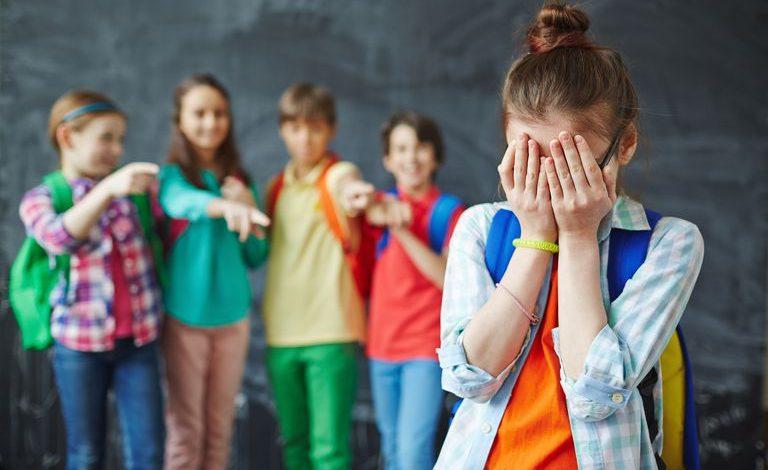 """Photo of AlexandraNadane.ro postează o mărturie anonimă despre bullying: """"De atunci nu am mai fost niciodată la fel. Am construit o carapace groasă"""""""
