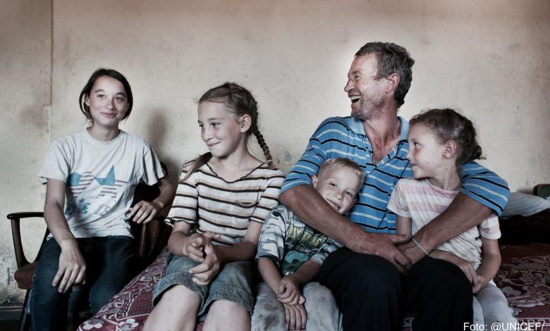 Photo of Cum va salva primarul din Târgu Mureș copiii de sărăcie? Scoțându-i din familie și închizându-i în centre de stat?
