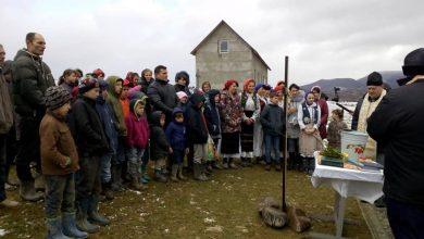 Photo of O biserică și o școală de limbă română pentru volohii cu familii numeroase din Transcarpatia (Maramureșul istoric)