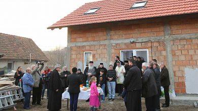 Photo of TIMIȘ. Biserica a zidit o casă pentru o familie numeroasă. IPS Ioan: Este darul lui Dumnezeu pentru familia care a lăsat să vină pe lume șase copii și nu i-a abandonat