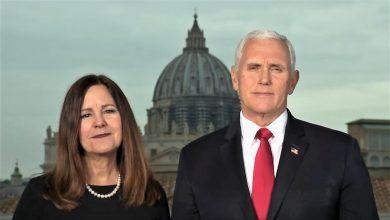 """Photo of Mike Pence, Vicepreședinte SUA, și soția, Karen, către Marșul pentru viață: """"Viața câștigă prin actul vostru de mărturisire. Această mișcare se susține de aproape 50 de ani prin rugăciunile voastre"""""""