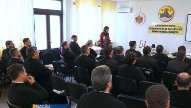 Photo of Formare pro-viață cu 40 de clerici din Arhiepiscopia Romanului și Bacăului
