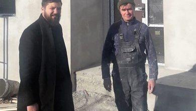 Photo of Părintele Dragoș Bălinișteanu despre un tată de 11 copii pe care Pro Vita Iași îl ajută să-și repare casa