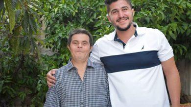 Photo of FOTO, VIDEO. Student la medicină spune că a realizat totul cu sprijinul moral al tatălui său cu sindrom Down