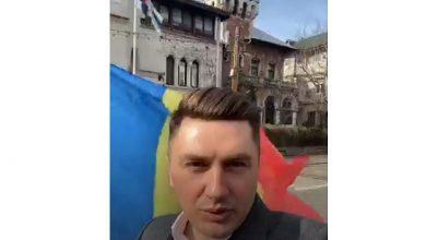 Photo of VIDEO. Deputatul Constantin Codreanu a participat la protestul pentru copiii Smicală de la Ambasada Finlandei și a transmis live pe contul său de Facebook mesajele protestatarilor