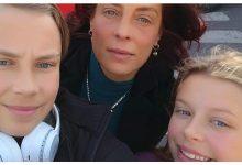 """Photo of Maria Smicală, strigăt de ajutor pe Facebook: """"Suntem izolați complet și nu o putem vedea pe mama. Ce gândesc cei de la Socialul din Finlanda? De ce nu ascultă copiii?"""""""