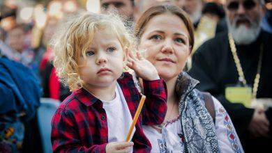 Photo of Femeia creștină – binecuvântare pentru familie și Biserică. 8 citate ale Patriarhului Daniel