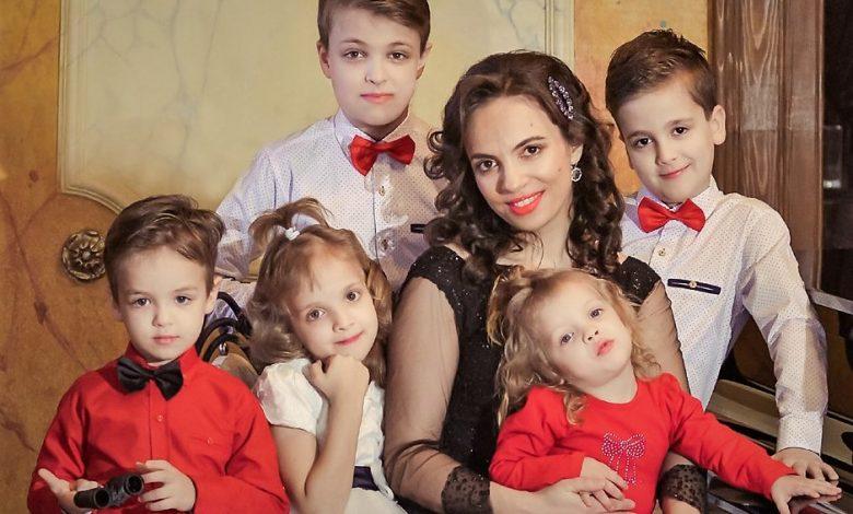 """Photo of Raluca Blejușcă: Familia e putere, taină, bucurie. Familia e prioritatea mea / Revista """"Pentru viață"""" nr. 9, Primăvara 2020"""