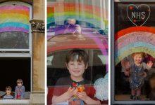 Photo of FOTO. Curcubeul, mesaj de speranță și recunoștință desenat de copiii britanici