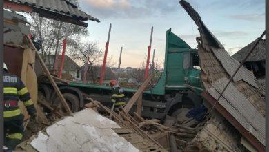 Photo of Solidaritate cu familia Bocancea din Neamț: Un tir le-a distrus casa în prag de iarnă